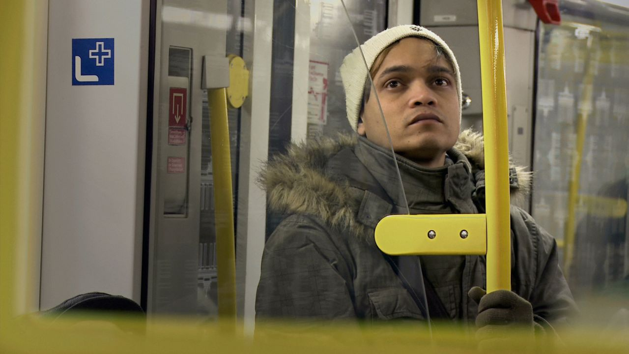 PORTRAET IN DER U-BAHN			SHIPON CHOWDHURY