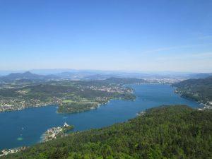 Vista dall'alto del Wörthersee